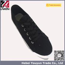UWIN Manufacture sample free bulk red canvas indoor shoes wholasale China