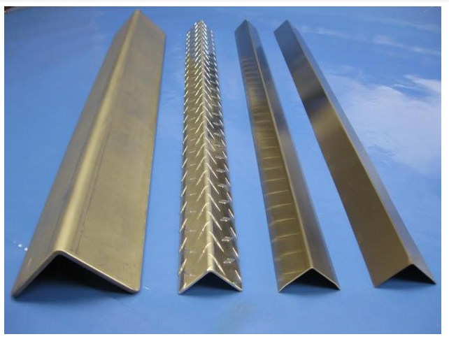 Factory price steel galvanized angle iron manufacturer in china