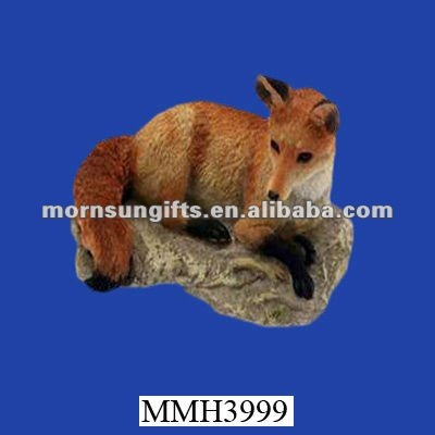 Decorative novelty polyresin fox figurine