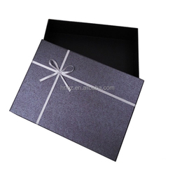 High-end clothing gift paper packaging box, can customize high-end cosmetic packaging boxes.