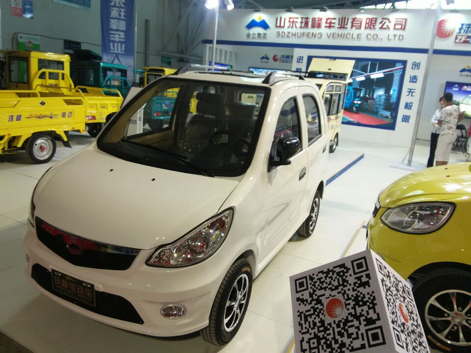4 passengers electric car for rent