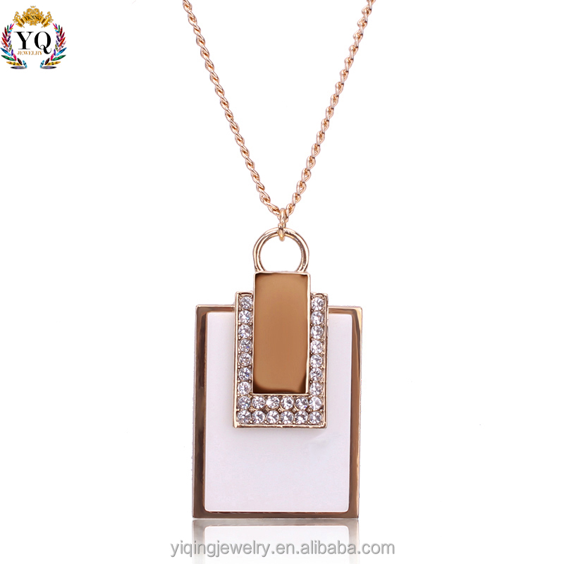 PYQ-00028 2016 new elegant fashion gold plated crystal decorated acrylic pendant necklace
