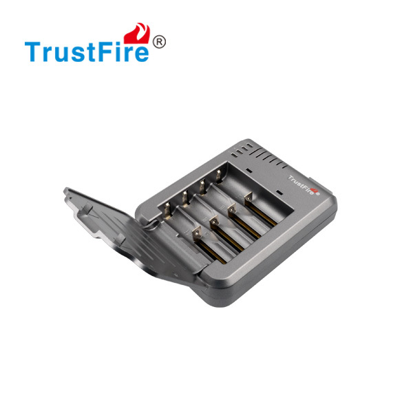 TrustFire TR-003P4 Multifuctional 4 bay charger