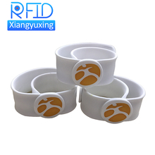 custom logo print waterproof programmable rubber silicon nfc rfid chip wristband