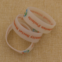 Wholesale bulk cheap custom wristbands silicone