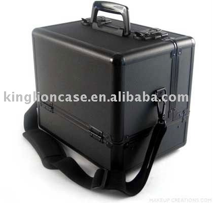 middle size black aluminum beauty case