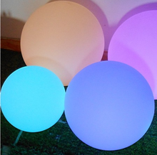 2017 Best Seller Wholesale Colorful Rechargeable Decorative Led Beach Ball Light PE 15-80CM IP68