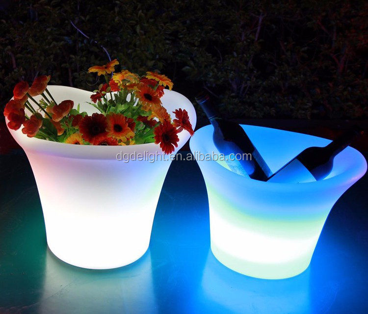 Eco-friendly Design PE Plastic Battery Powered LED Illuminated Ice Bucket for Night Club and Bar