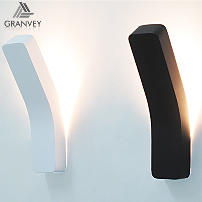Modern Decorative Personalized design European style black and white gooseneck led wall lamp