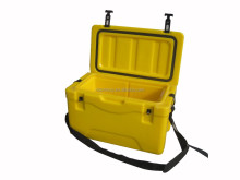 Roto molded 28L Plastic fish cooler box