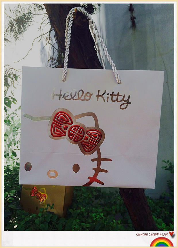 Simple Hello Kitty Paper Bags Hot Stamping Custom Gift Paper Bags Shopping Popular High Grade Gift Bags With Cotton Rope Handles