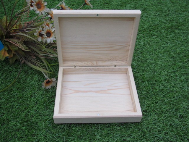 Solid wood box for packing wine