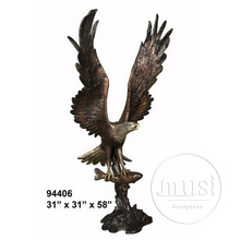 Home Decoration Indoor or Outdoor Decoration Bronze Flying Eagle Catching Fish Sculpture