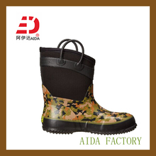 2014 new design camo kid's rubber boots/neoprene boots/muck boots