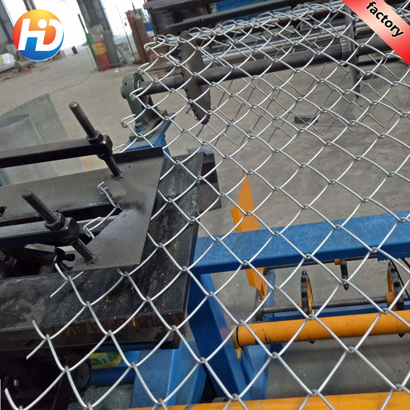 high speed 380V fully-automatic chain link fence machine with large capacity