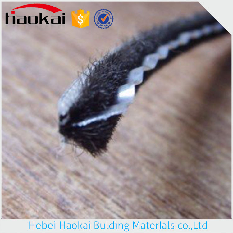 Made In China High Precision Alibaba Suppliers Bottom Door Seal Brush Strip With Fin