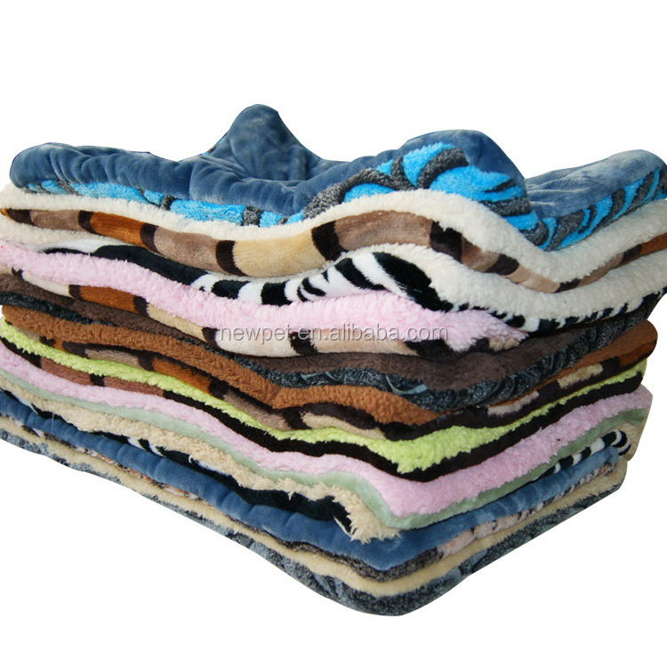 Super quality new fashion thicken coral fleece pet quilt outside dog bed
