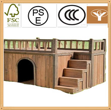 Insulated medium cedar wood dog house