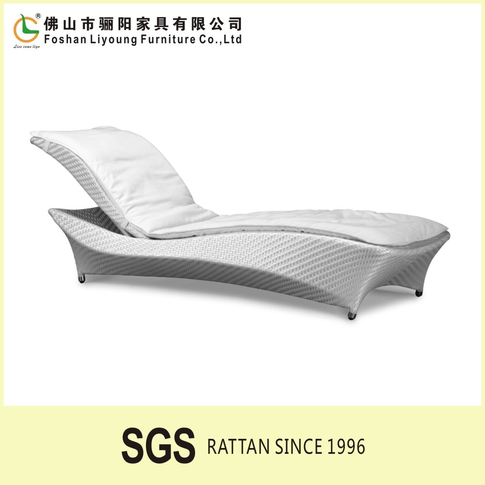 aluminium frame hand weaving wicker luxury Outdoor furniture swimming pool white plastic rattan recliner chaise sun lounge