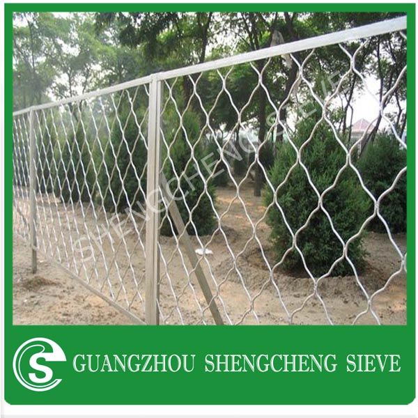 Road or railway used defend beautiful grid burglar mesh securamesh