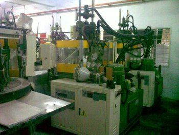 Multiplas (Taiwan) 55 Tons -Yr 2004- Vertical Rotary molding mc for Sale