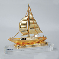 Gold color crystal base ship model souvenirs