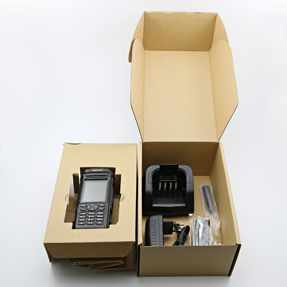 cell phone radio TH588.jpg