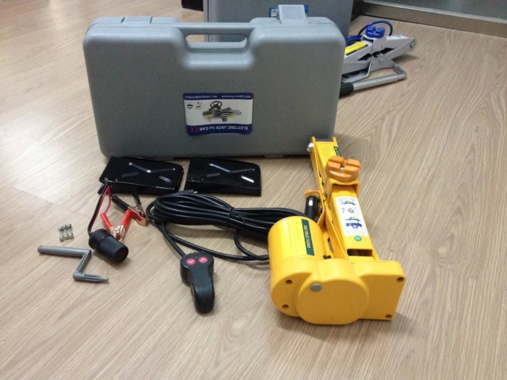 1.5T Wire Line control Electric Scissor Car Jack With 1500kg Load