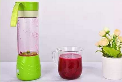 BPA free food grade multifunction mini electricity juicer cup by hand shake