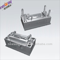 Plastic injection forming mould