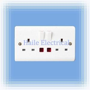 13A 2 gang switched wall socket double pole with neon(British standard White V range)