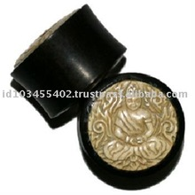 OEH016- Horn ear plug with carved bone