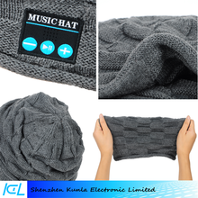 2016 New creative product Bluetooth Talking Keep Warm Music Speaker Knitted Hat for Mobile Phone