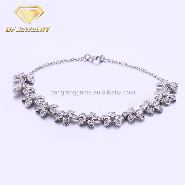 Stylish Silver Chain Link Bracelet With Flower