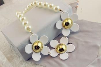 Flower and Pearl Combination Necklace