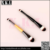 Duo-end makeup brush for eyeshdow and foundation brush