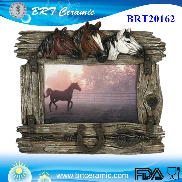 resin Rivers Edge Horse with Barbed Wire funny Picture Frame