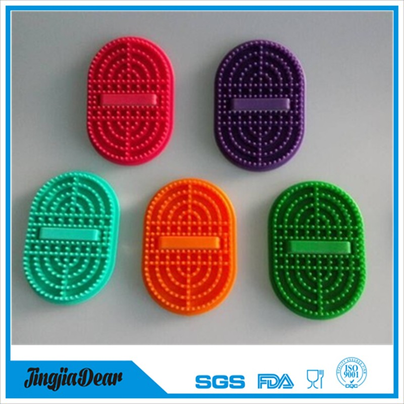 New style hand shaped FDA easy cleaning silicone massage bath brush for body