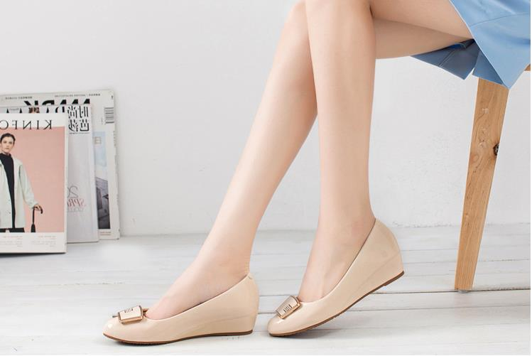 Plastic bury torch flat shoes sweet flats roll up shoes made in China