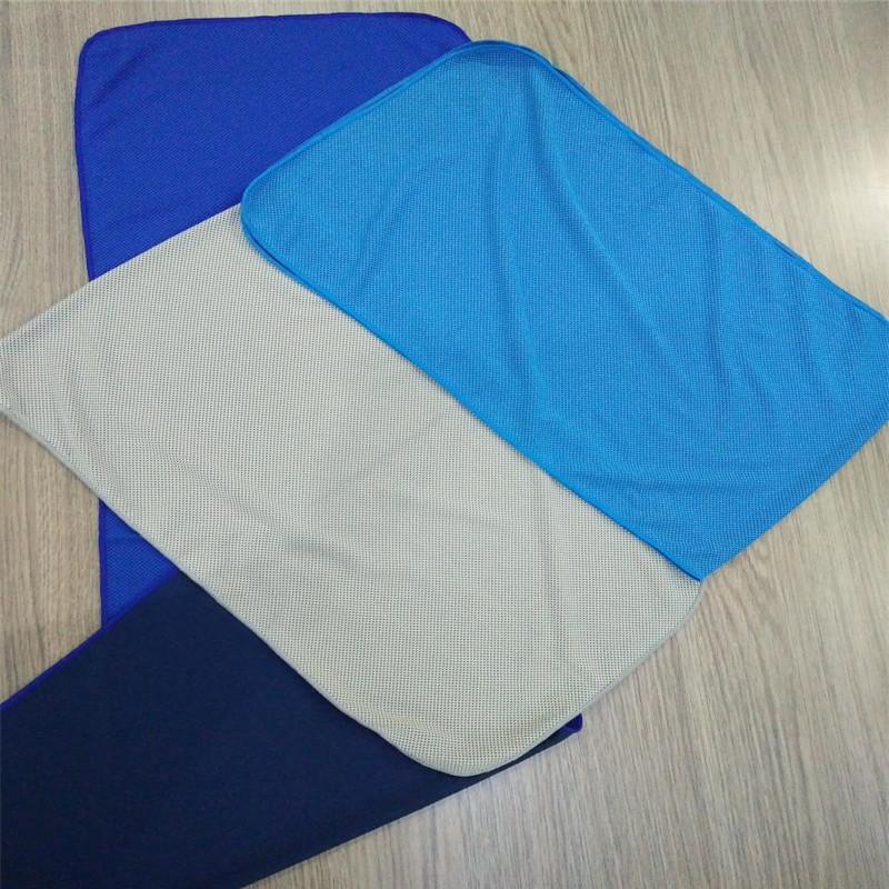 QUICKLY COOLS Mildew resistant ice cool towel