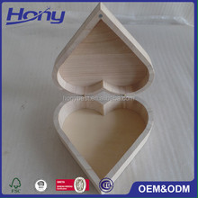 Small Wholesale Wedding Favour Wood Heart Shaped Pill Box with Hinged Lid