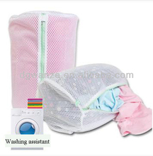 Folding reusable laundry bag for wet clothes