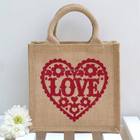Wholesale Custom logo printed pretty jute wedding hand bag with love heart for festival promotion Party gift boutique home decor
