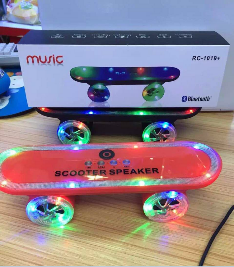 VOSOVO New Arrival Skateboard Bluetooth Wireless Scooter Speaker Mobile Audio <strong>Mini</strong> Portable