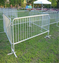 hot sale low price galvanized/pvc welded wire mesh fence and crowd control barrier