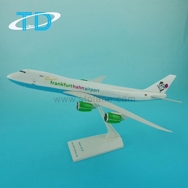 Hahn airport B747-8 1:200 Plastic fly toy model plane