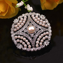 OMAR Hot style microscope process of foreign trade Hollow out round small brooch Little pearl and fresh corsage