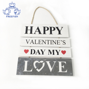 Happy Valentine's Day Hanging Wall Plaque Sign with Words Love, Home Door Decoration