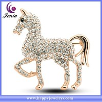 New trendy horse design brooch 18k gold plated factory price bling rhinestone crown brooch ( YWZ4985)