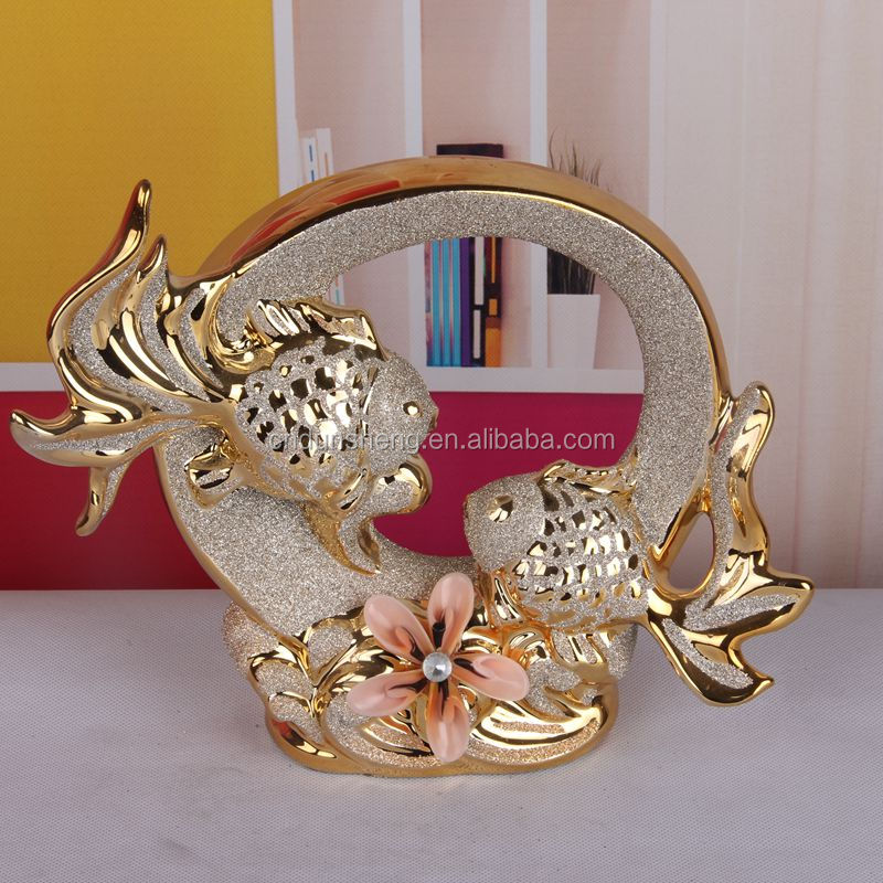 hot sell fish decoration / porcelain golden frosted double fish figurine
